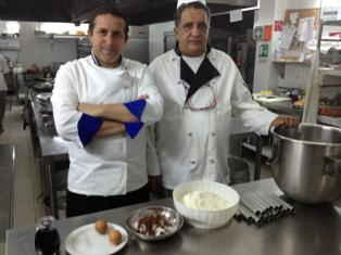 VIDEO – Gli chef del Baglio Sicilia Antica preparano le cialde per il cannolo siciliano