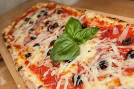 VIDEO. La preparazione di una buona pizza fatta a Cattolica Eraclea
