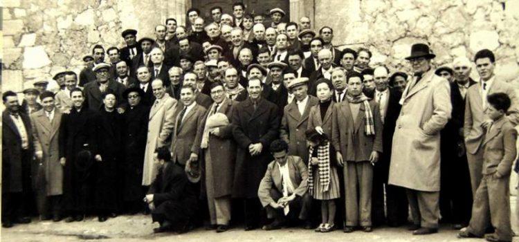 Anni 50. Un gruppo di parrocchiani della chiesa S.Antonio abate