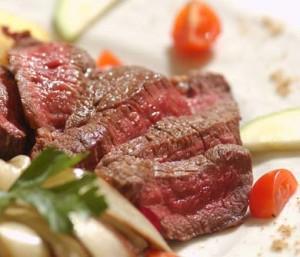 Chi mangia carne rischia di ammalarsi di cancro