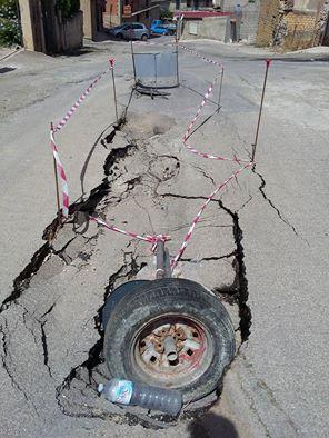 SEGNALAZIONI. Urge manutenzione per la voragine in via Lorenzo Panepinto