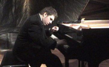 Giancarlo Scalia,  giovane pianista di origine cattolicese alla ribalta