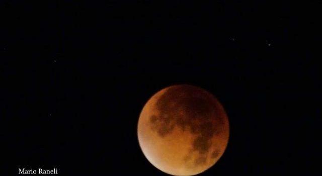 """""""Notte di luna rossa"""", le foto di Mario Raneli dalla Germania"""