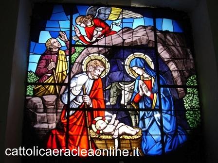 La vetrata artistica nella chiesa del Rosario