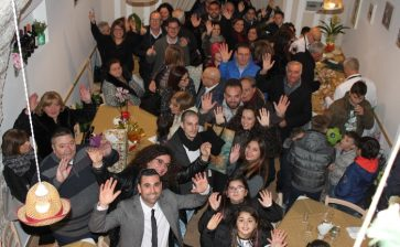 """VIDEO/FOTO.  Francesca e Giuseppe  inaugurano la trattoria pizzeria """"Cento Passi"""""""