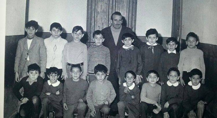 FOTO STORY. Scuola elementare anni 70 con il professor Piro