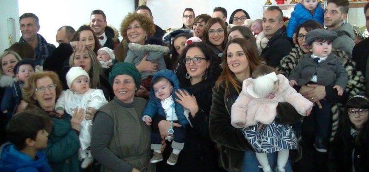 Bimbi nati nel 2017, consegnate le pergamene ai genitori