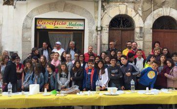 VIDEO| Gli studenti francesi visitano il Caseificio Mulone e l'Apisicul
