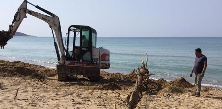 Si continua con i lavori per la pulizia e bonifica del litorale di Eraclea Minoa