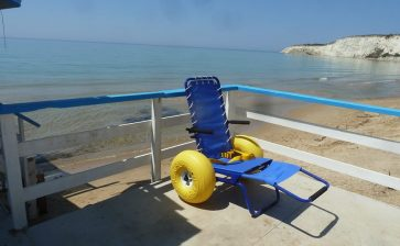Il comune di Cattolica Eraclea ha consegnato ai lidi presenti ad Eraclea Minoa due sedie da mare job per i disabili