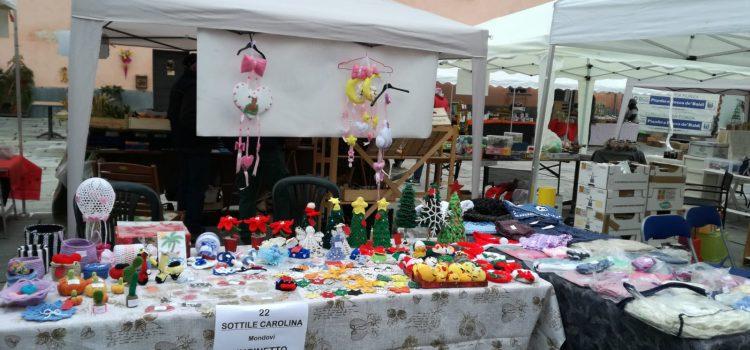 VIDEO. Le creazioni di Carolina Sottile al mercatino di Rocca de Baldi (Piemonte)