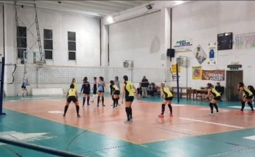VOLLEY FEMMINILE BATTUTA D'ARRESTO A RIBERA PER L'ASD TRAINING AND RELAX